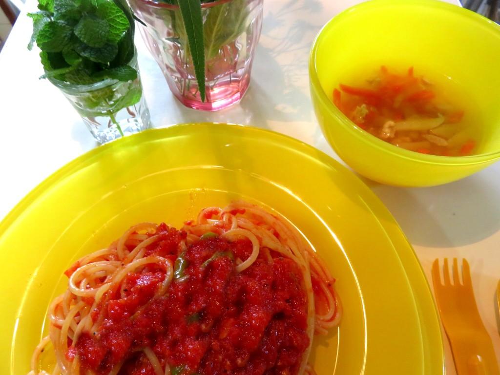 アラビアータとコンソメチキンのスープ