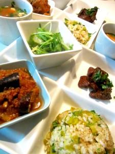 高菜混ぜ玄米飯とポークトマト煮 他のプレートランチ