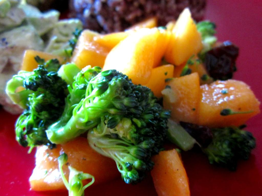 柿とブロッコリーのサラダ