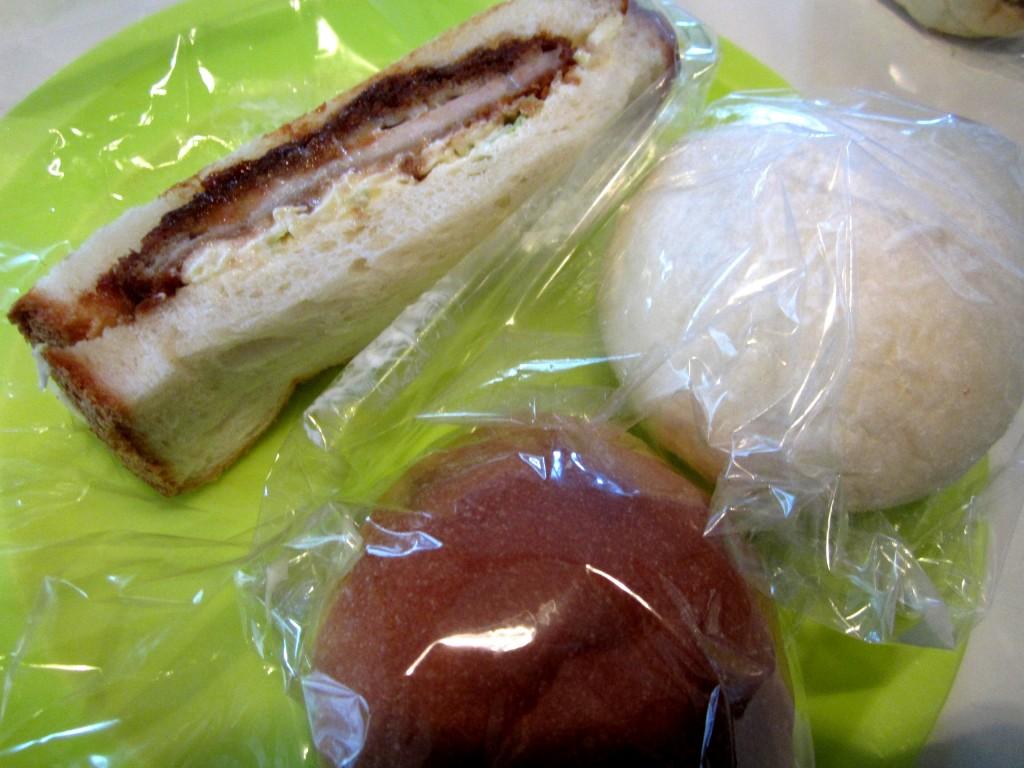 白パン イン 餡子とクリーム