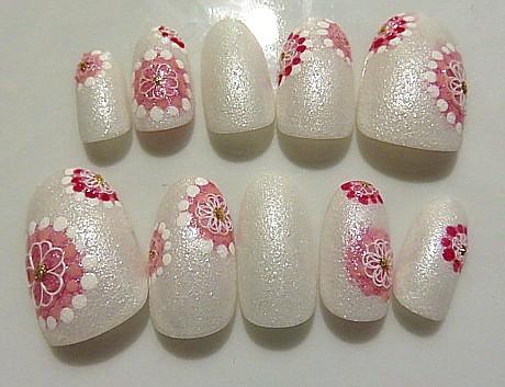 春の大人ネイル 白っぽい桜
