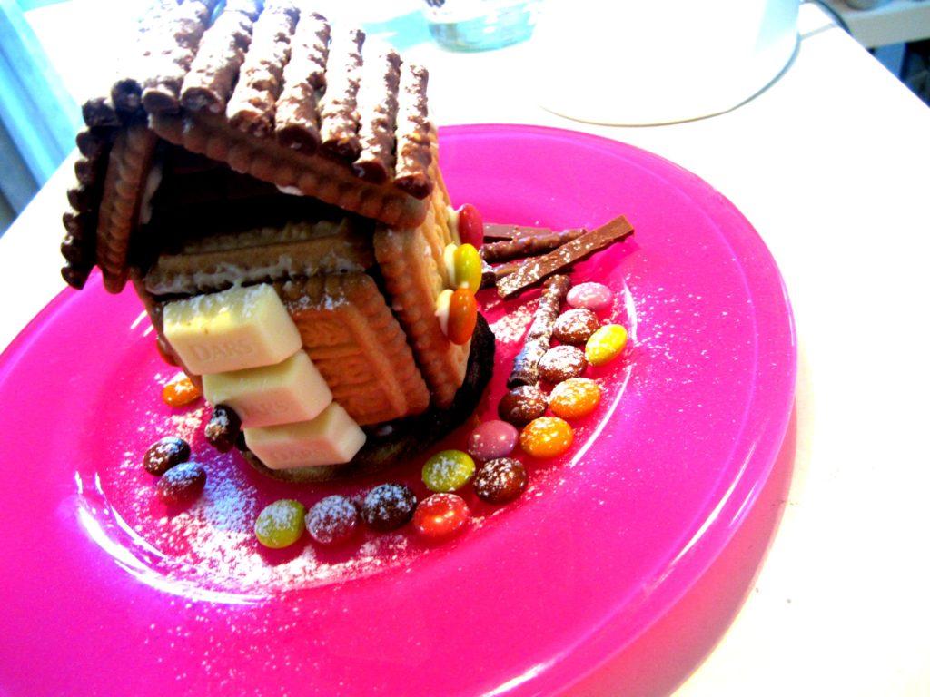 お菓子の家は森永市販のモノとマーブルチョコとか